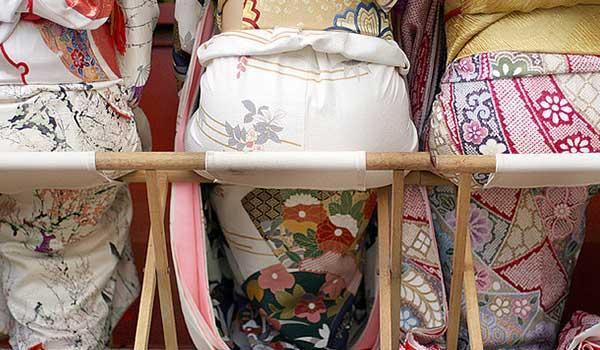 vrouwen-in-furisode-op-seijin-no-hi